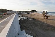 A wall is being built where the tsunami swept away people and buildings. Iwaki, Fukushima Prefecture, Japan<br /> <br /> D&auml;r tsunamin svepte bort m&auml;nniskor och bebyggelse i Iwaki byggs nu en stor mur mot havet, Fukushima, Japan
