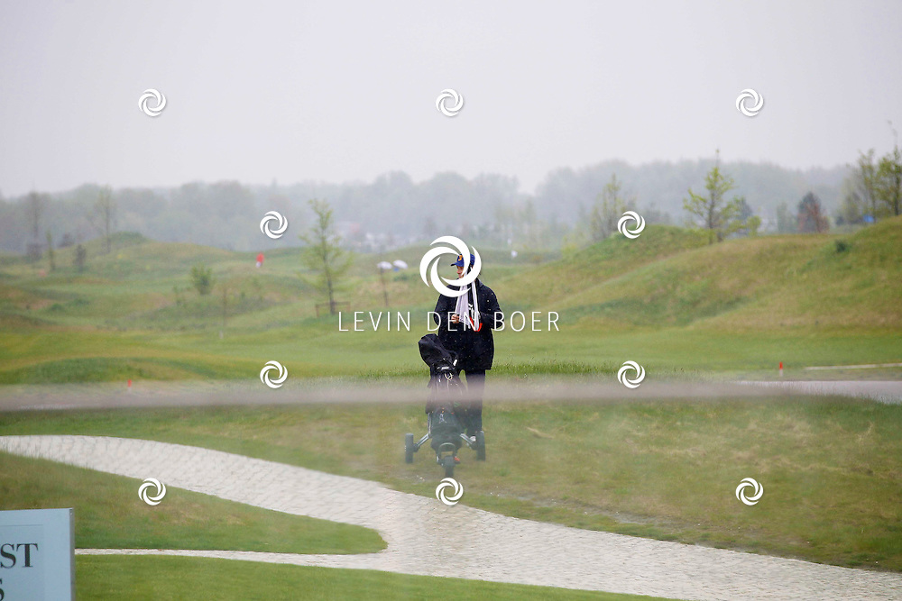 BADHOEVEDORP - De DON Masters is een celebrity golftoernooi, waarbij iedere flight bestaat uit 3 deelnemers en 1 bekende Nederlander. Het toernooi plaats op Golfclub The International. Met op de foto  Rick Engelkes. FOTO LEVIN DEN BOER - PERSFOTO.NU