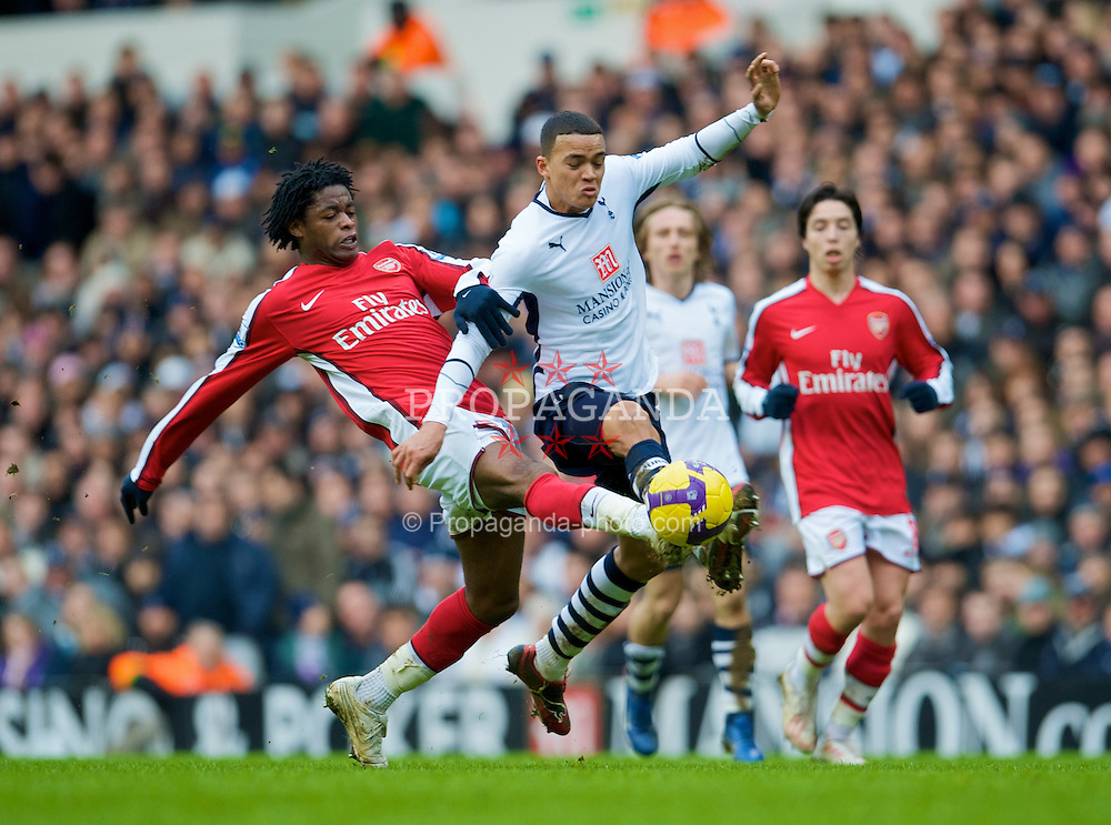 LONDON, ENGLAND - Sunday, February 8, 2009: Tottenham Hotspur's Jermaine Jenas and Arsenal's Alexandre Song during the Premiership match at White Hart Lane. (Mandatory credit: David Rawcliffe/Propaganda)