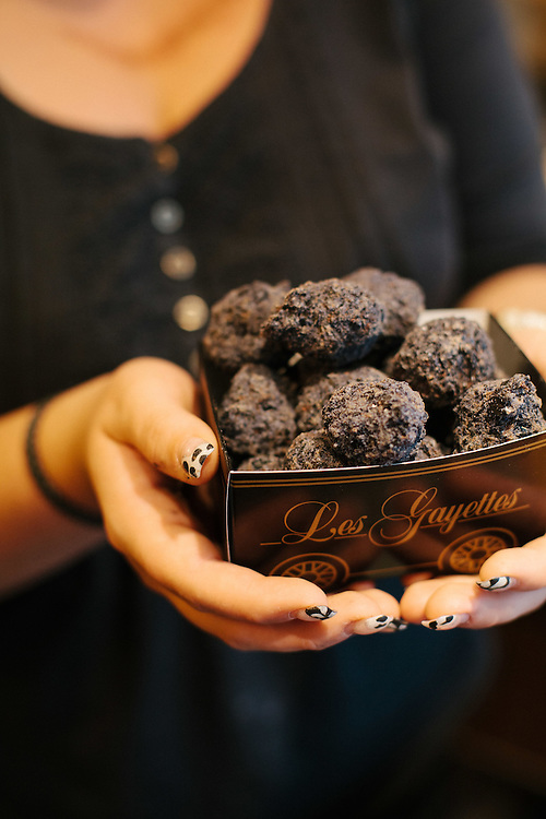 Gayettes, a sweet made of sugar, caramel, chocolate and cream meant to represent pieces of coal.