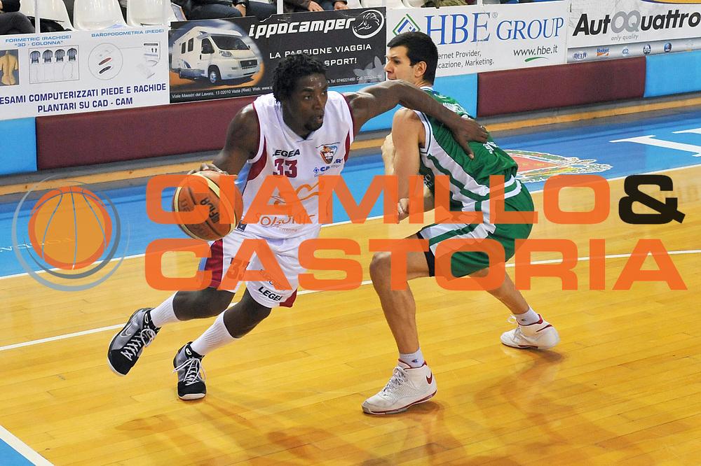 DESCRIZIONE : Rieti Lega A 2008-09 Solsonica Rieti Montepaschi Siena<br /> GIOCATORE : Omar Abdul Thomas<br /> SQUADRA : Solsonica Rieti<br /> EVENTO : Campionato Lega A 2008-2009<br /> GARA : Solsonica Rieti Montepaschi Siena<br /> DATA : 05/04/2009<br /> CATEGORIA : Palleggio<br /> SPORT : Pallacanestro<br /> AUTORE : Agenzia Ciamillo-Castoria/E.Grillotti