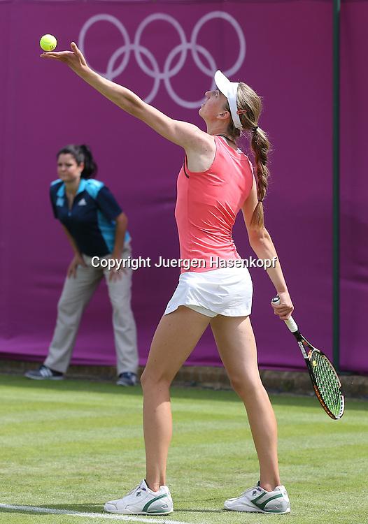 Olympiade,Wimbledon,AELTC,London 2012,.Olympic Tennis Tournament,,Mona Barthel (GER) Einzelbild,Aktion,Ganzkoerper,Hochformat,