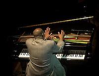 hucho Valdes, pianista cubano que gano este ano el Grammy al Pop instrumental, se presenta en un concierto especial, efectuado por los musicos cubanos nominados a los Premios Grammy Latinos 2002, en el teatro Amadeo Roldan de la Habana, 23 de Septiembre del 2002, la Habana, Cuba. El gobierno de los Estados Unidos no otorgo visas a estos musicos para que pudieran asistir al acto de premiacion. (AP Photo/Cristobal Herrera)