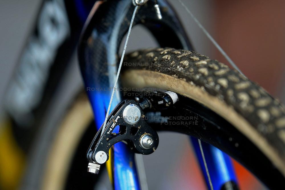 31-01-2009 VELDRIJDEN: WK BELOFTEN: HOOGERHEIDE<br /> item veldrijden rem band fiets illustratief<br /> &copy;2009-WWW.FOTOHOOGENDOORN.NL