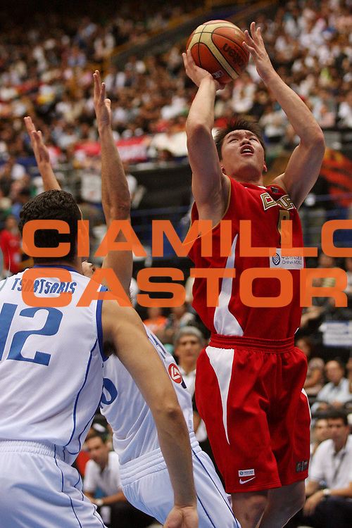 DESCRIZIONE : Saitama Giappone Japan Men World Championship 2006 Campionati Mondiali Greece-China <br /> GIOCATORE : Zhu <br /> SQUADRA : China Cina <br /> EVENTO : Saitama Giappone Japan Men World Championship 2006 Campionato Mondiale Greece-China <br /> GARA : Greece China Grecia Cina <br /> DATA : 27/08/2006 <br /> CATEGORIA : Tiro <br /> SPORT : Pallacanestro <br /> AUTORE : Agenzia Ciamillo-Castoria/M.Metlas <br /> Galleria : Japan World Championship 2006<br /> Fotonotizia : Saitama Giappone Japan Men World Championship 2006 Campionati Mondiali Greece-China <br /> Predefinita :