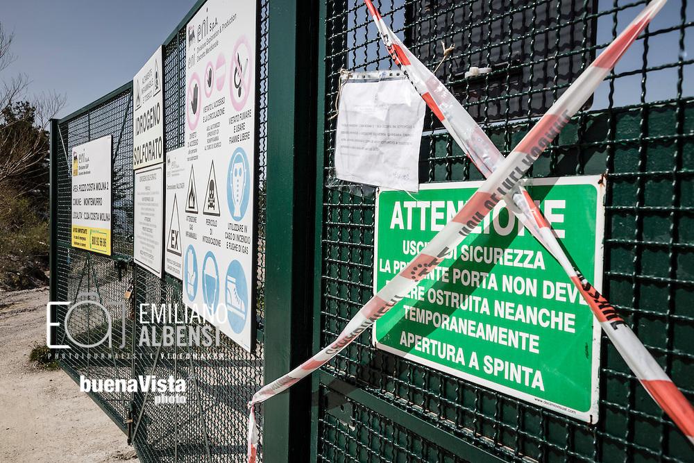 Montemurro, Basilicata, Italia, 04/04/2016. <br /> Il pozzo Costa Molina 2, di propriet&agrave; dell'Eni, posto sotto sequestro dai carabinieri del NOE di Potenza nell&rsquo;ambito dell&rsquo;inchiesta che ha portato all&rsquo;arresto di cinque dirigenti dell&rsquo;Eni con l&rsquo;accusa di traffico illecito di rifiuti prodotti nel Cova di Viggiano.<br /> <br /> Montemurro, Basilicata, Italy, 04/04/2016. <br /> The reinjection well Costa Molina 2, currently seized in the investigation that led to the arrest of five managers of Eni with the charges of illegal trafficking of waste products in the Viggiano Petroleum Field.