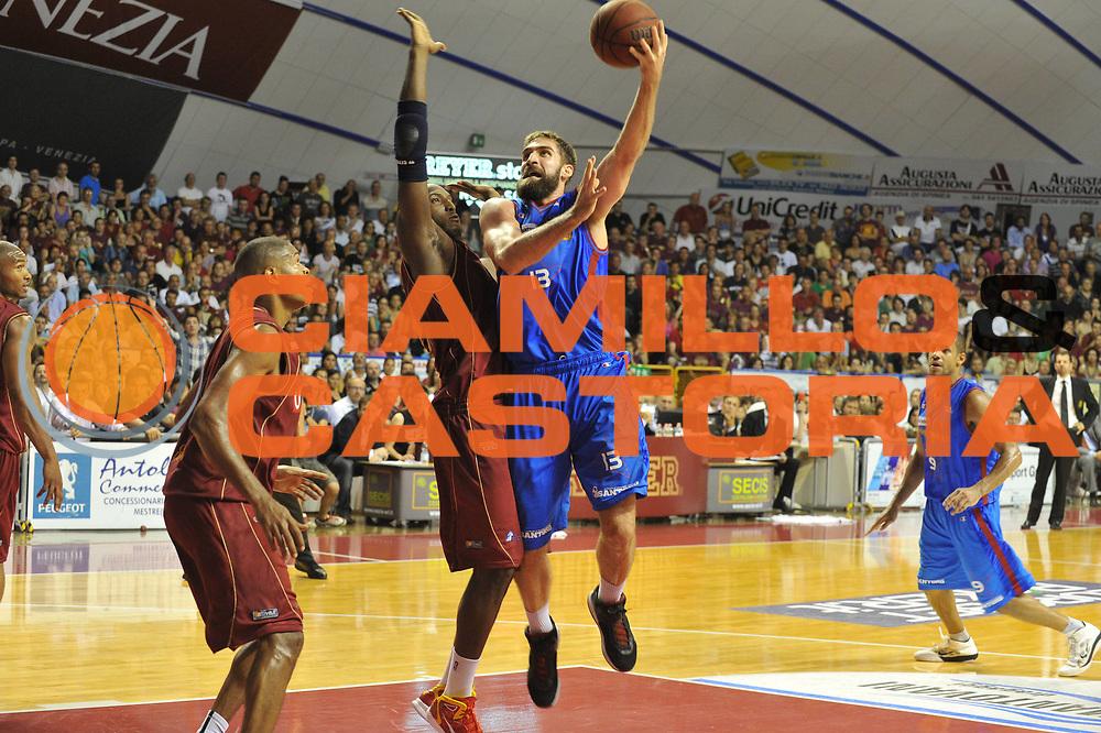 DESCRIZIONE : Venezia Lega Basket A2 2010-11 Playoff Finale Gara 3 Umana Reyer Fastweb Casale Monferrato<br /> GIOCATORE : David Chiotti <br /> CATEGORIA : Tiro<br /> SQUADRA : Umana Reyer Fastweb Casale Monferrarto<br /> EVENTO : Campionato Lega A2 2010-2011<br /> GARA : Umana Reyer Venezia Fastweb Casale Monferrato<br /> DATA : 17/06/2011<br /> SPORT : Pallacanestro <br /> AUTORE : Agenzia Ciamillo-Castoria/M.Gregolin<br /> Galleria : Lega Basket A2 2010-2011 <br /> Fotonotizia : Venezia Lega Basket A2 2010-11 Playoff Finale Gara 3 Umana Reyer Venezia Fastweb Casale Monferrato<br /> Predefinita :