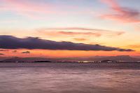 Praia do Ribeirão da Ilha ao anoitecer. Florianópolis, Santa Catarina, Brasil. / Ribeirao da Ilha Beach at evening. Florianopolis, Santa Catarina, Brazil.