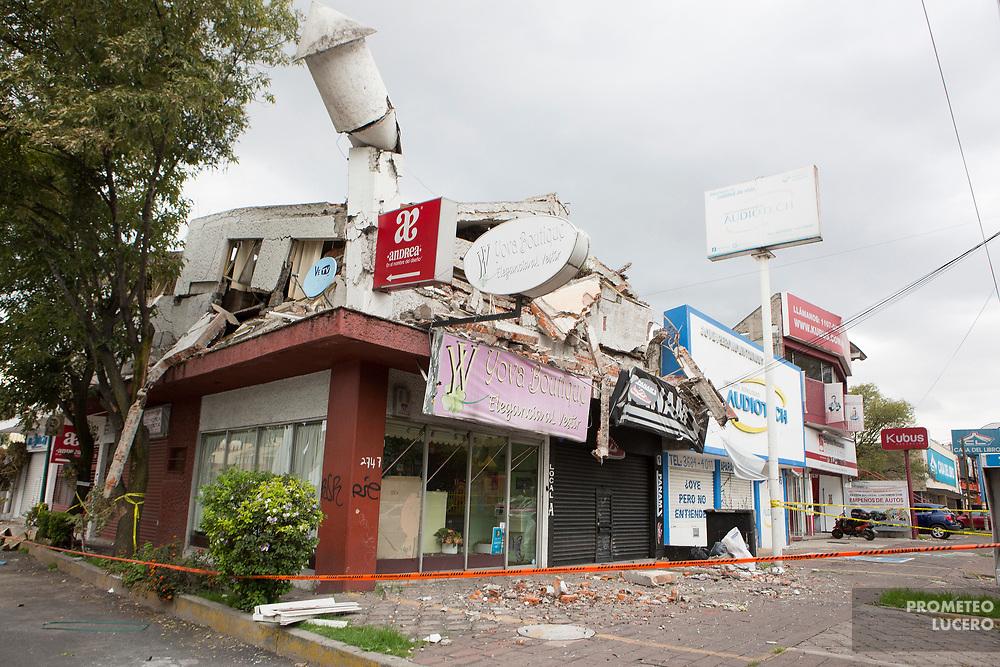 Varios negocios medianos resultaron con daños totales en avenida Miramontes, una zona de clase media al sur de la Ciudad de México. (Foto: Prometeo Lucero)