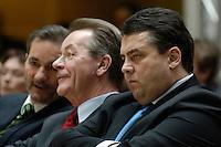 """06 MAR 2006, BERLIN/GERMANY:<br /> Matthias Platzeck, SPD Parteivorsitzender, Franz Muentefering, SPD, Bundesarbeitsminister, Sigmar Gabriel, SPD, Bundesumweltminister, (v.L.n.R.), waehrend der SPD Konferenz zum Thema """"Neue Energie"""", Willy-Brandt-Haus<br /> IMAGE: 20060306-02-020<br /> KEYWORDS: Franz Müntefering"""