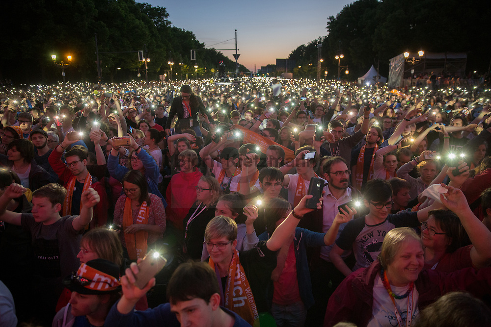 Berlin, Germany - 25.05.2017<br /> <br /> Thousands of church-day visitors shine their mobile phones on the Strasse des 17. Juni during a Wise Guys concert. German Protestant Church Assembly (&quot;Deutscher Evangelischer Kirchentag&rdquo;) in Berlin. <br /> <br /> Tausende Kirchentagbesucher leuchten mir ihren Handys auf der Strasse des 17. Juni waehrend eines Wise Guys Konzerts. Deutscher Evangelischer Kirchentag 2017 in Berlin. <br /> <br /> Photo: Bjoern Kietzmann