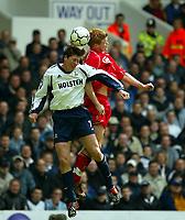 Fotball. Premier League. 27.04.2002.<br /> Tottenham v Liverpool.<br /> Darren Anderton, Tottenham.<br /> John Arne Riise, Liverpool.<br /> Foto: David Rawcliffe, Digitalsport