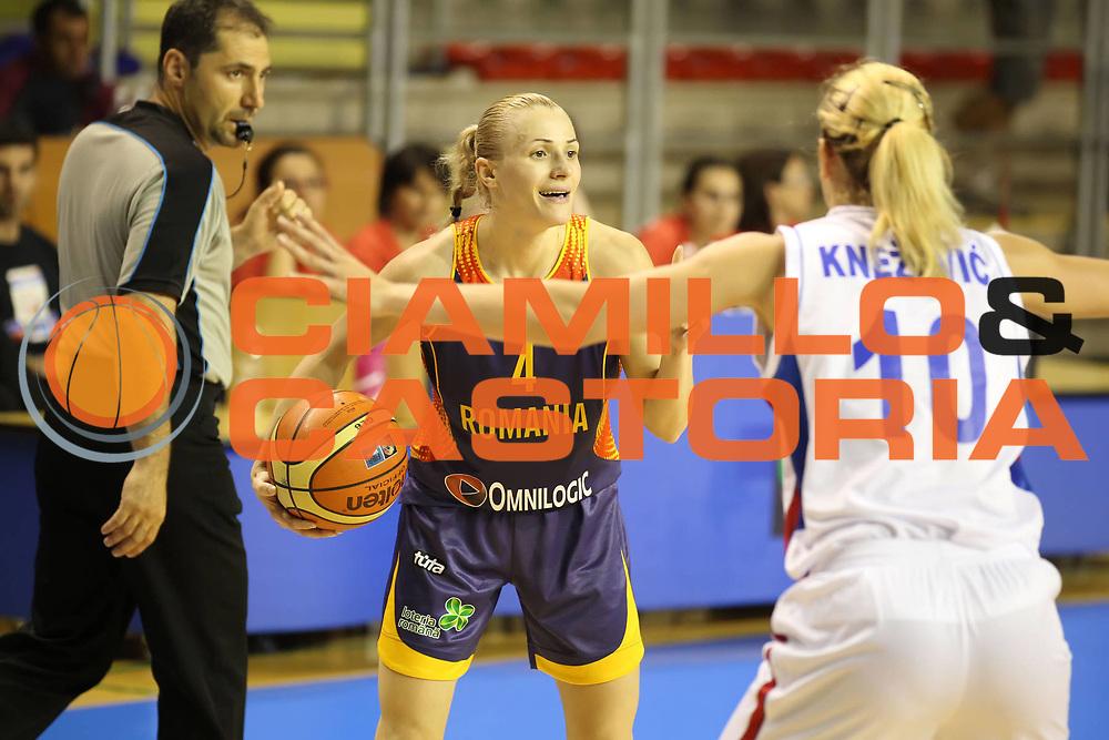 DESCRIZIONE : Taranto Torneo di qualificazione Campionati Europei donne Polonia 2011 Serbia Romania<br /> GIOCATORE : Ancuta Stoenescu<br /> SQUADRA : Romania<br /> EVENTO : Torneo di qualificazione Campionato Europeo Donne Polonia 2011 Eurobasket Women Additional Qualifying Tournament<br /> GARA : Serbia Romania<br /> DATA : 03/06/2011<br /> CATEGORIA : palleggio<br /> SPORT : Pallacanestro<br /> AUTORE : Agenzia Ciamillo-Castoria/ElioCastoria<br /> Galleria : FIP Nazionali 2011<br /> Fotonotizia :  Taranto Torneo di qualificazione Campionati Europei donne Polonia 2011 Serbia Romania<br /> Predefinita :