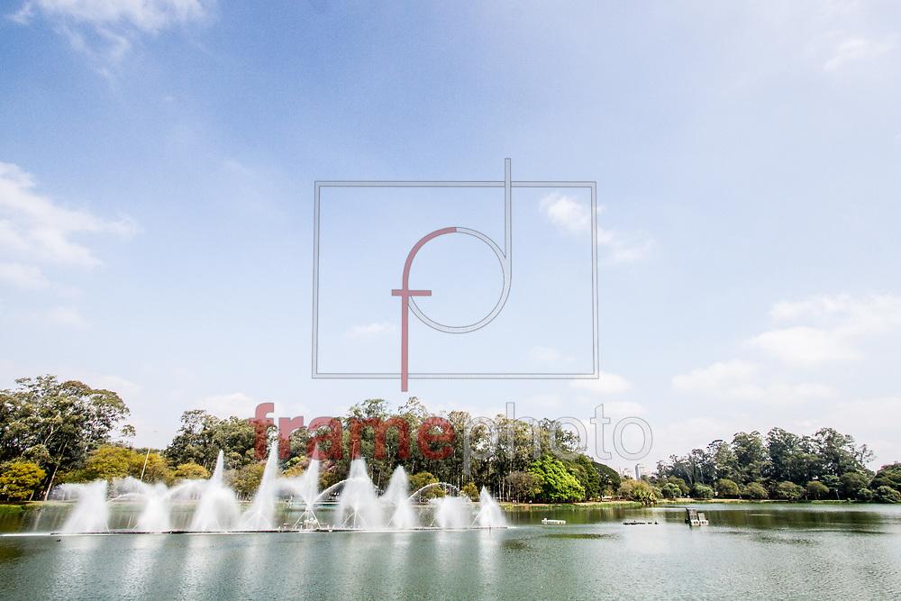 São Paulo, 19/08/2014 - Fonte de água do Parque do Ibirapuera em funcionamento; principal área verde da cidade de São Paulo completa 60 anos nesta quinta-feira (21). Foto: Carla Carniel/Frame