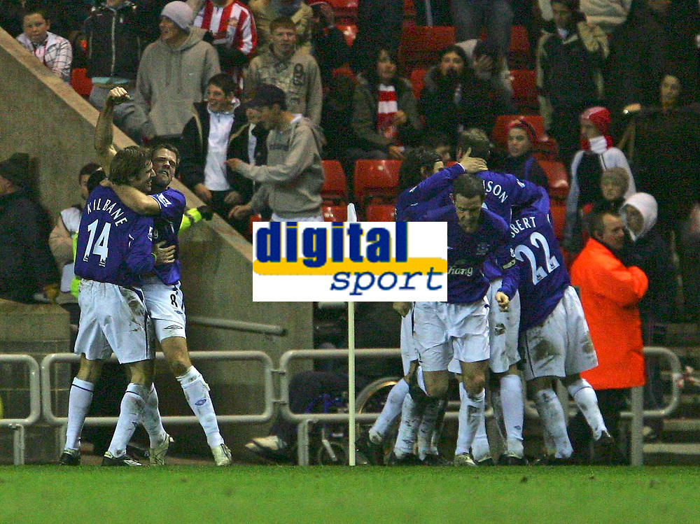 Photo: Andrew Unwin.<br />Sunderland v Everton. The Barclays Premiership. 31/12/2005.<br />Everton celebrate their late goal, scored by Tim Cahill.