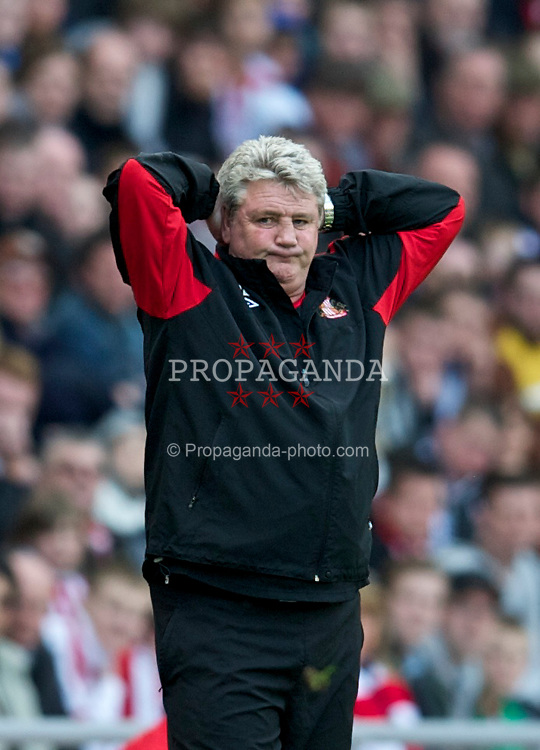 SUNDERLAND, ENGLAND - Sunday, March 20, 2011: Sunderland's manager Steve Bruce looks dejected as his side lose 2-0 to Liverpool during the Premiership match at the Stadium of Light. (Photo by David Rawcliffe/Propaganda)
