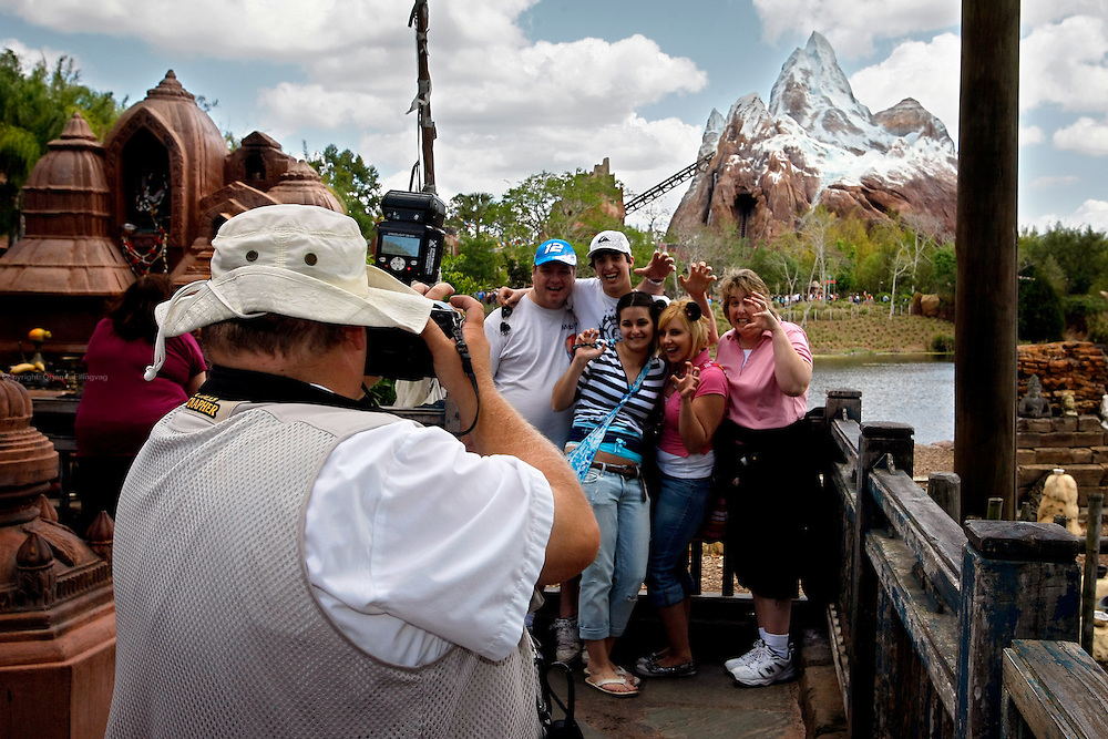 Orlando, Florida, USA, 20090324:   The Disney Animal World in Orlando.<br /> A visiting family are portrayed by one of the parks photographers. Photo: Orjan F. Ellingvag/ Dagbladet/ Corbis