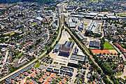 Nederland, Overijssel, Hengelo, 30-06-2011; sporen driehoek met links de spoorlijn naar Almelo, rechts naar Zutphen. In de driehoek de Creatieve Fabriek (voorheen Holec Hazemeyer). Rechtsboven Lansinkveld met fabriekshal van voormalige gieterij van Stork, nu ROC Twente. Het gebouw meet de toren is de Brandweerkazerne..Railway triangle with the railroad to Almelo (l) and to Zutphen ®. In the triangle the Creative Factory (formerly Holec Hazemeyer). Top right Lansinkveld with former foundry Stork, now ROC Twente (technical and vocational training). The building with the tower is the new fire station..luchtfoto (toeslag), aerial photo (additional fee required).copyright foto/photo Siebe Swart