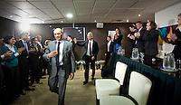 Nederland. Den Haag, 26 februari 2010.<br /> Binnenkomst Wilders. Links : Haagse kandidaten, rechts : Kamerleden Agema, Bosma, Brinkman, Graus. Partij voor de Vrijheid, PVV. Campagnebijeenkomst in een zaaltje Ockenburgh Active in het kader van de gemeenteraadsverkiezingen. <br /> Politieke partij, aanhang, Geert Wilders, Politiek, lokale politiek<br /> Foto Martijn Beekman
