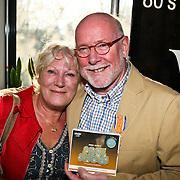 NLD/Naarden/20080417 - Koninklijke onderscheiding radiodj Ferry Maat, met partner Lenny van der Wal