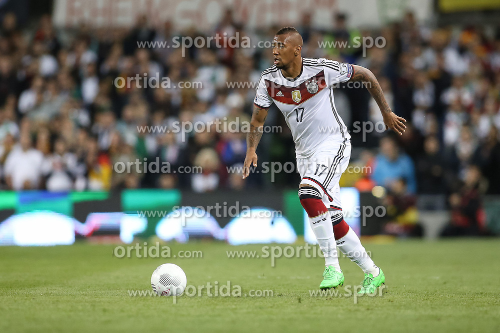 08.10.2015, Avia Stadium, Dublin, IRL, UEFA Euro Qualifikation, Irland vs Deutschland, Gruppe D, im Bild Jerome Boateng (Bayern Muenchen #17) // during the UEFA EURO 2016 qualifier group D match between Ireland and Germany at the Avia Stadium in Dublin, Ireland on 2015/10/08. EXPA Pictures &copy; 2015, PhotoCredit: EXPA/ Eibner-Pressefoto/ Risto Bozovic<br /> <br /> *****ATTENTION - OUT of GER*****