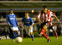 Fotball<br /> Caling Cup England 2004/2005<br /> Andre runde<br /> 21.09.2004<br /> Foto: SBI/Digitalsport<br /> NORWAY ONLY<br /> <br /> Birmingham City v Lincoln City<br /> <br /> Simon Yeo (R) scores from the penalty spot for Lincoln
