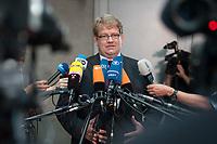 17 JUL 2013, BERLIN/GERMANY:<br /> Hartfrid Wolff, MdB, FDP, gibt ein Statement, vor Beginn der Sondersitzung Innenausschuss Deutscher Bundestag zum NSA Abhoerprogramm PRISM und die Reise des Innenministers in die USA in dieser Sache, Paul-Loebe-Haus<br /> IMAGE: 20130717-02-006<br /> KEYWORDS: Abhöraffäre, Affaere,Abhoerskandal, Abhörskandal, Mikrofon, microphone