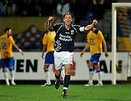 22-08-2008: Voetbal: RKC WAALWIJK:GO AHEAD EAGLES:WAALWIJK<br /> Jordy Zuidam viert de gelijkmaker van Sander Post geheel in zich zelf<br /> Foto: Geert van Erven