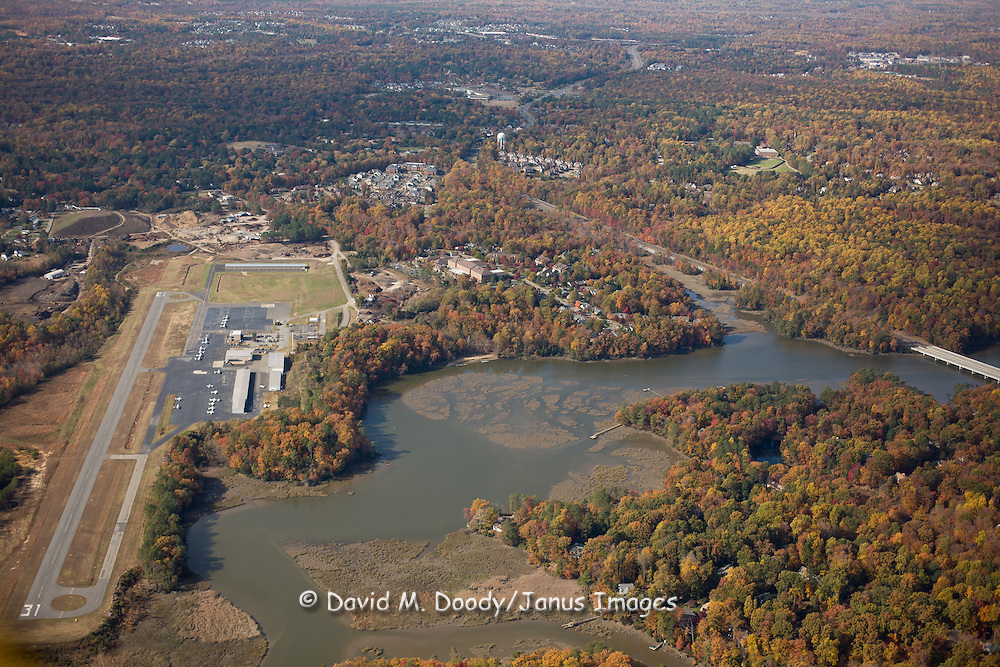 Aerial Photos of College Creek in Fall. November 2007 Williamsburg Airport, Route 199 and Williamsburg Landing