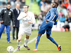 16.04.2016, Estadio Coliseum Alfonso Perez, Getafe, ESP, Primera Division, Getafe CF vs Real Madrid, 33. Runde, im Bild Getafe's Karim Yoda (r) and Real Madrid's Gareth Bale // during the Spanish Primera Division 33th round match between Getafe CF and Real Madrid at the Estadio Coliseum Alfonso Perez in Getafe, Spain on 2016/04/16. EXPA Pictures © 2016, PhotoCredit: EXPA/ Alterphotos/ Acero<br /> <br /> *****ATTENTION - OUT of ESP, SUI*****