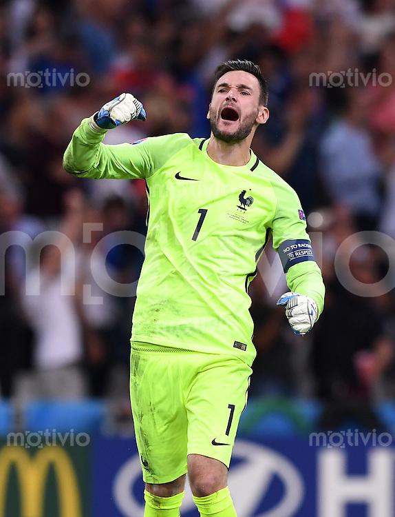 FUSSBALL EURO 2016 HALBFINALE IN MARSEILLE  Deutschland - Frankreich                 07.07.2016 Torwart Hugo Lloris (Frankreich) jubelt nach dem 0:1
