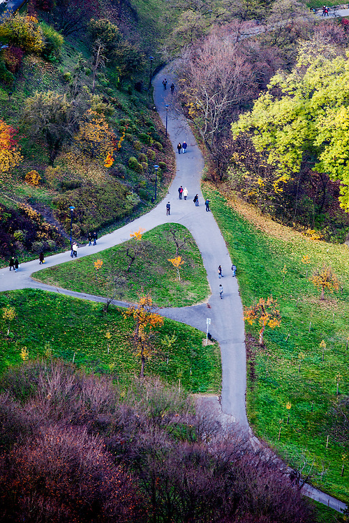 Park am Kloster Strahov vom Petrin Turm aus gesehen.