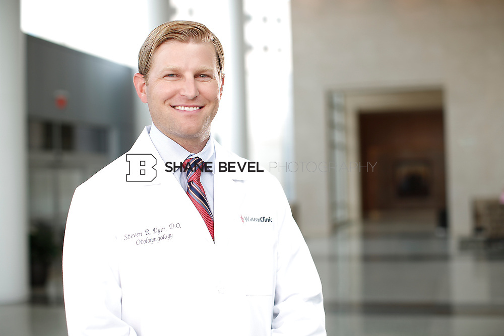 7/22/15 3:22:43 PM -- Dr. Steven Dyer poses for a portrait. <br /> <br /> Photo by Shane Bevel