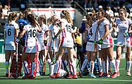 AMSTELVEEN  - Hockey -  2e wedstrijd halve finale Play Offs dames.  Amsterdam-Oranje Rood (2-1) .keeper Larissa Meijer (Oranje-Rood) speelt haar laatste wedstrijd.    teamhuddle, hulde, COPYRIGHT KOEN SUYK