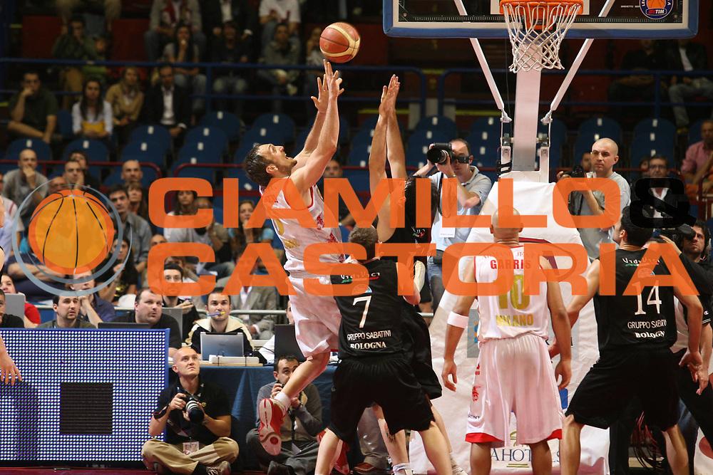 DESCRIZIONE : Milano Lega A1 2006-07 Playoff Semifinale Gara 1 Armani Jeans Milano VidiVici Virtus Bologna<br /> GIOCATORE : Sven Schultze<br /> SQUADRA : Armani Jeans Milano<br /> EVENTO : Campionato Lega A1 2006-2007 Playoff Semifinale Gara 1<br /> GARA : Armani Jeans Milano VidiVici Virtus Bologna<br /> DATA : 30/05/2007 <br /> CATEGORIA : Tiro<br /> SPORT : Pallacanestro <br /> AUTORE : Agenzia Ciamillo-Castoria/S.Ceretti