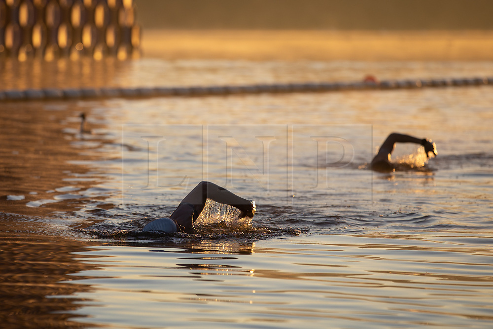 © Licensed to London News Pictures. 27/09/2018. London, UK. Swimmers in Serpentine Lido in Hyde Park at sunrise this morning. The temperature in the capital is set to reach 22 degrees Celsius later today. Photo credit : Tom Nicholson/LNP
