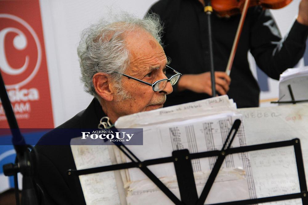 Montevideo, Uruguay.  6 de Octubre de 2017<br /> Municipio B organizo una serie de actividades en Plaza Matriz en Homenaje a los 100 a&ntilde;os de &quot;LA CUMPARSITA&quot;, obra de tango que se ah convertido en himno de este ritmo r&Iacute;o platence. <br /> <br /> Foto:  Gast&oacute;n Britos / FocoUy