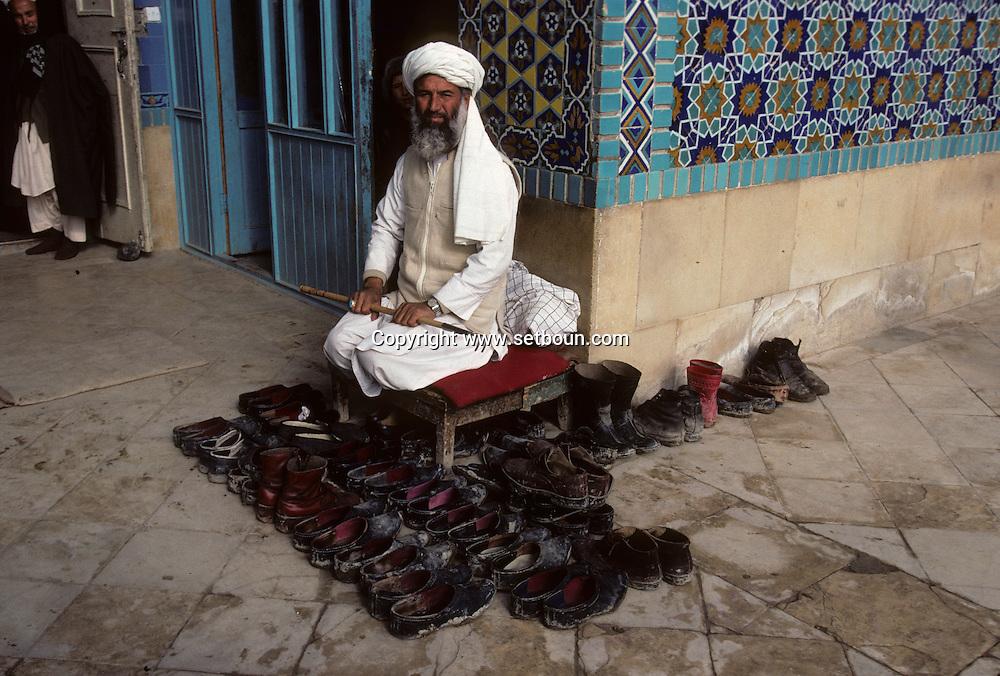 Afghanistan. The big MOSQUE in   Mazar i Sharif  Afghanistan  / la grande mosquée de Mazar i Sharif  Mazar i Sharif  Afghanistan