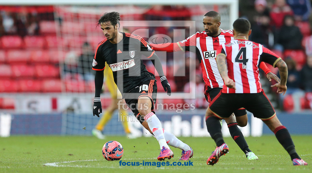 Bryan Ruiz (l) of Fulham during the FA Cup match at the Stadium Of Light, Sunderland<br /> Picture by Simon Moore/Focus Images Ltd 07807 671782<br /> 24/01/2015