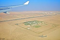 A sombra de um avião vista no deserto minutos antes de pousar em Abu Dhabi. FOTO: Jefferson Bernardes/Preview.com