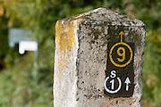Wanderweg Markierung, Odenwald, Naturpark Bergstraße-Odenwald, Hessen, Deutschland | walkers sign, Odenwald, Hessen, Germany