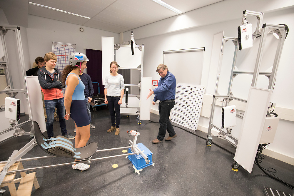 In Delft wordt bij de faculteit Industrieel Ontwerpen een 3D scan gemaakt van de nieuwe rijdster Jennifer Breet. In september wil het Human Power Team Delft en Amsterdam, dat bestaat uit studenten van de TU Delft en de VU Amsterdam, tijdens de World Human Powered Speed Challenge in Nevada een poging doen het wereldrecord snelfietsen voor vrouwen te verbreken met de VeloX 8, een gestroomlijnde ligfiets. Het record is met 121,81 km/h sinds 2010 in handen van de Francaise Barbara Buatois. De Canadees Todd Reichert is de snelste man met 144,17 km/h sinds 2016.<br />