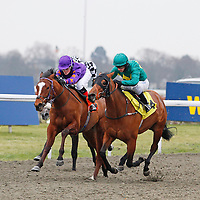 Gin Twist and Richard Kingscote winning the 3.25 race