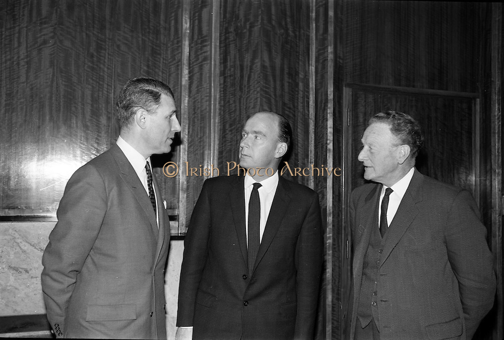 10/05/1965<br /> 05/10/1965<br /> 10 May 1965<br /> Mr. Stanley Goodman, president of the Famous-Barr department store in the U.S., is received by Irish Minister for Industry and Commerce Dr. P.J. Hillary and Mr. John Haughey, chairman of Coras Trachtala/The Irish Export Board, at the Department of Industry and Commerce, Kildare Street, Dublin on 10 May 1965. Famous-Barr, St. Louis's (Missouri) principal department store group, and The Irish Export Board cooperated in organising a major store promotion of Irish merchandise.