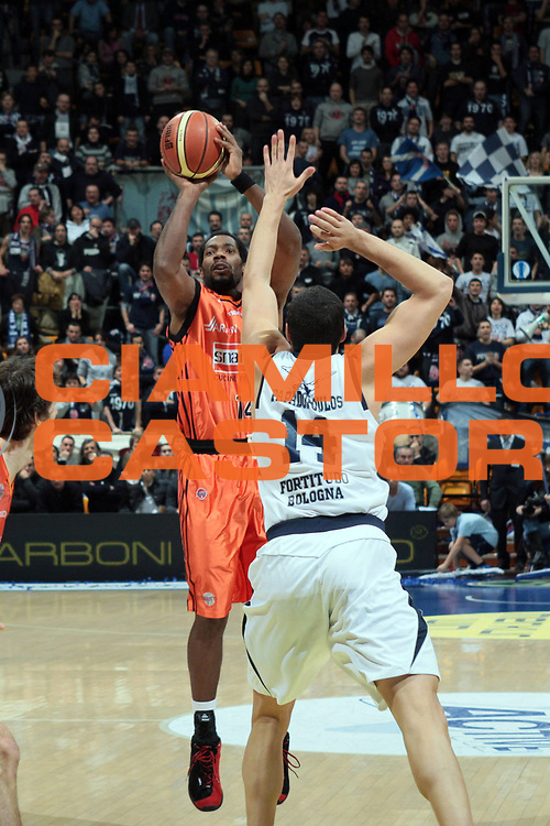 DESCRIZIONE : Bologna Lega A1 2008-09 Gmac Fortitudo Bologna Snaidero Udine<br /> GIOCATORE : Oscar Torres<br /> SQUADRA : Snaidero Udine<br /> EVENTO : Campionato Lega A1 2008-2009 <br /> GARA : Gmac Fortitudo Bologna Snaidero Udine<br /> DATA : 25/01/2009 <br /> CATEGORIA : tiro<br /> SPORT : Pallacanestro <br /> AUTORE : Agenzia Ciamillo-Castoria/G.Livaldi