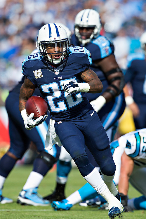 NASHVILLE, TN - NOVEMBER 15:  Dexter McCluster #22 of the Tennessee Titans runs the ball during a game against the Carolina Panthers at Nissan Stadium on November 15, 2015 in Nashville, Tennessee.  (Photo by Wesley Hitt/Getty Images) *** Local Caption *** Dexter McCluster