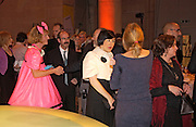Grayson Perry and Alice Rawthorn among others. , 2004 Turner prize. Tate Britain. 7 December 2004. ONE TIME USE ONLY - DO NOT ARCHIVE  © Copyright Photograph by Dafydd Jones 66 Stockwell Park Rd. London SW9 0DA Tel 020 7733 0108 www.dafjones.com