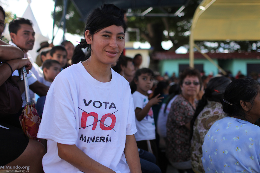 Hundreds gathered in the main square of San Rafael Las Flores, Guatemala, to demand that a community plebiscite on industrial mining be carried out in the municipality. The San Rafael Mine, 60% owned by US-based Tahoe Resources and 40% by Canadian mining giant Goldcorp, has been operating since 2011 without having previously consulted the local residents - a violation to numerous international conventions. San Rafael Las Flores, Santa Rosa, Guatemala. July 20, 2012.
