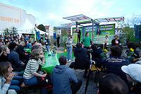 06 AUG 2005, BERLIN/GERMANY:<br /> Joschka Fischer, B90/Gruene, Bundesaussenminister, haelt eine Rede, 48 Stunden Rede-Rallye von Buendnis 90 / Die Gruenen im Rahmen des Bundestagswahlkampfes, Waehlbar, Oranienburger Strasse <br /> IMAGE: 20050807-01-031<br /> KEYWORDS: Wählbar, speech, Zuhoerer, Zuhörer