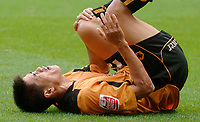 Fotball<br /> England 2005/2006<br /> Foto: SBI/Digitalsport<br /> NORWAY ONLY<br /> <br /> Wolverhampton Wanderers v Hull City<br /> Coca Cola Championship. 13/08/2005.<br /> Wolves' Seol Ki-Hyeon holds his knee in pain after a tackle.